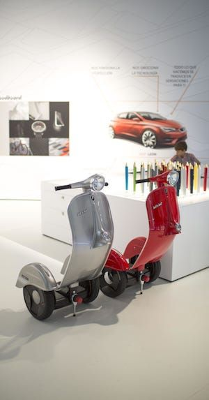 Z-Scooter in rot und grau
