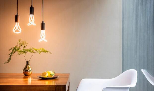 Plumen 001 LED im Wohnzimmer