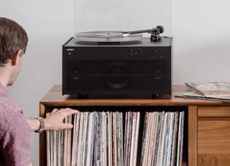 Modern Record Player in Schwarz