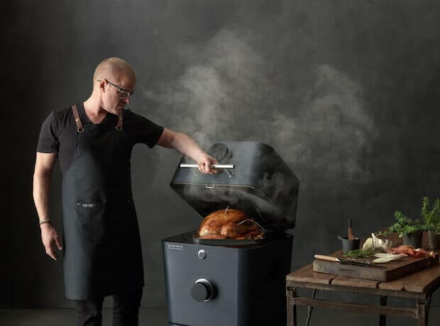 Heston Blumenthal und sein 4K Holzkohlegrill