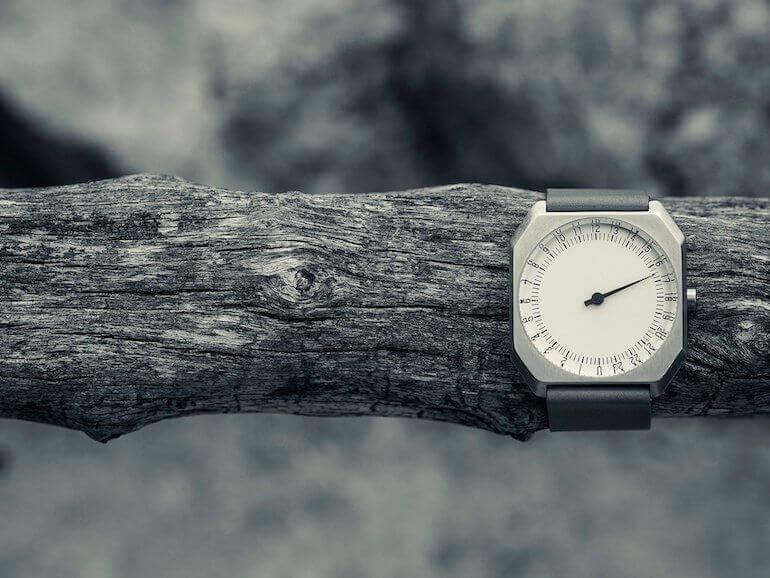 Eckige Slow Uhr Abbildung