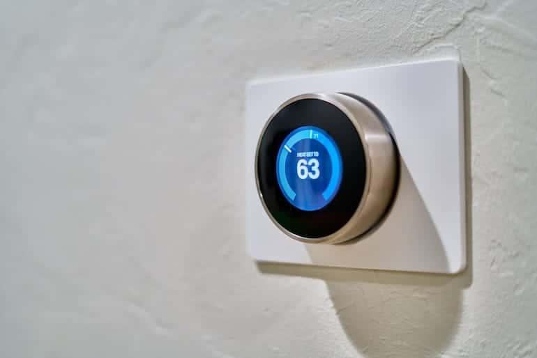 Smarte Regler für das Haus der Zukunft @unsplash.com/@danlefeb