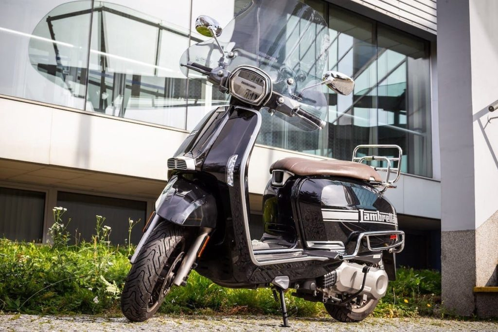 Lambretta Scooter in Schwarz