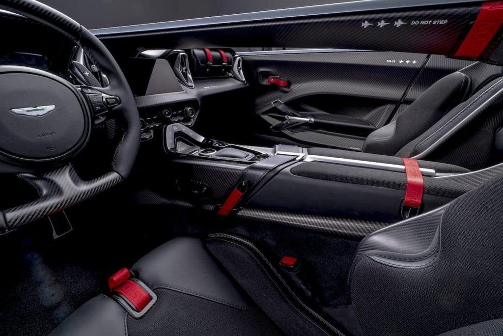 Cockpit und Innenraum des Aston Martin V12 Speedster