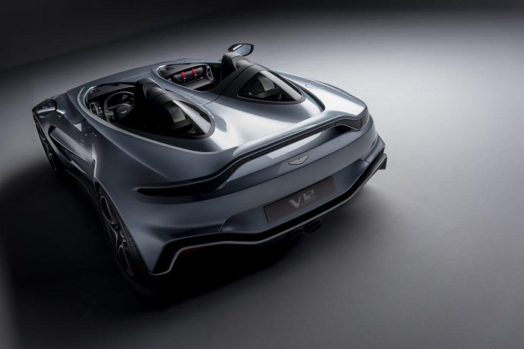 Rückansicht des Aston Martin V12 Speedster