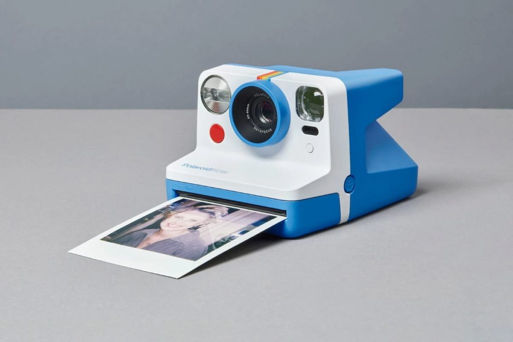 Now Kamera von Polaroid in Blau