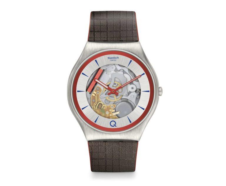 Q Uhr aus der Swatch x 007 Kollektion 2020