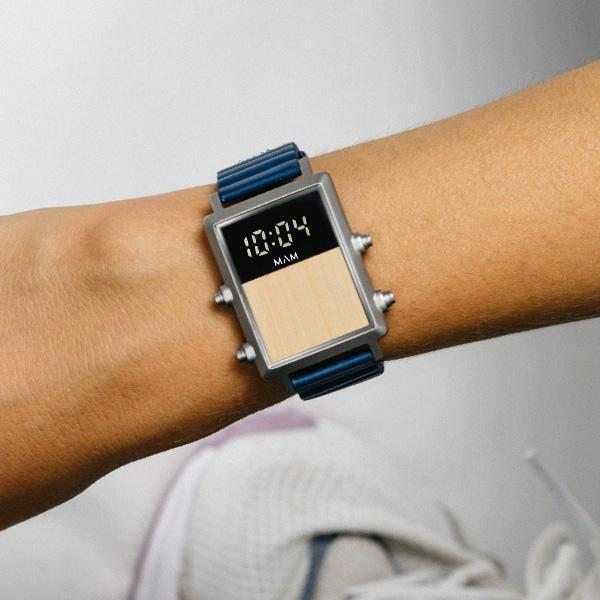Back to the Future Watch in Blau
