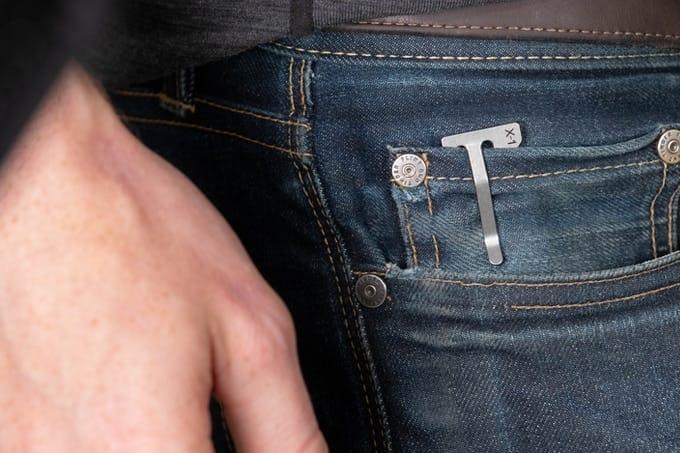 Titanmesser in der Münztasche