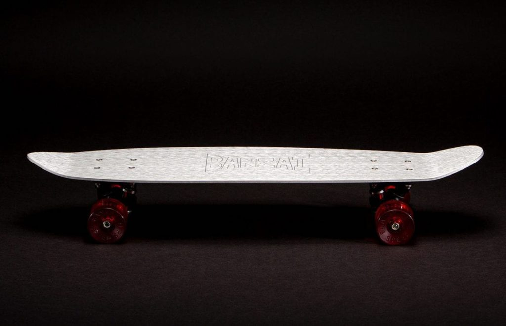 BANZAI Skateboard Series #01 in Silber