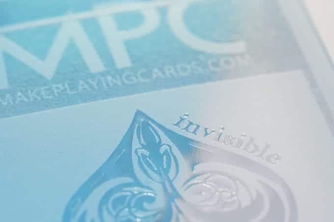 Prägung der fast unsichtbaren Spielkarten