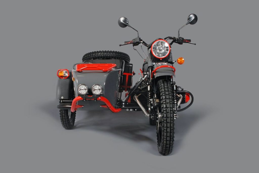 Vorderansicht des Ural One-Off Red Sparrow Motorrad