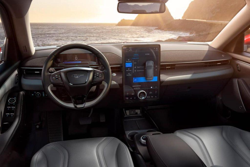 2021 Ford Mustang Mach-E Innenraum und Cockpit