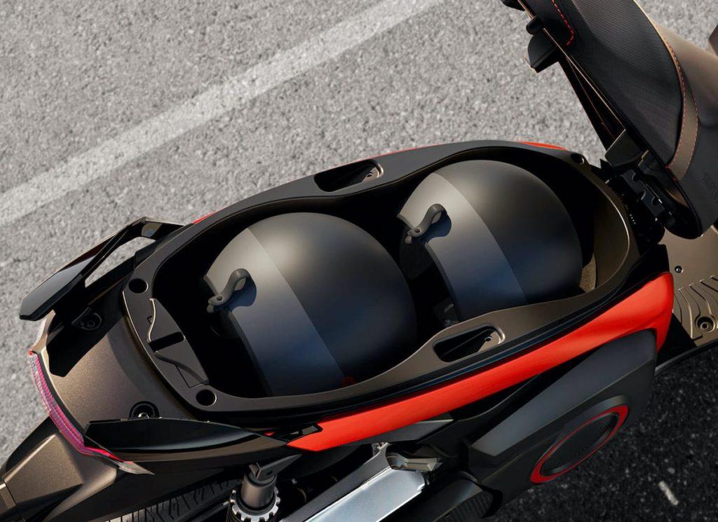 eKickScooterStauraum für 2 Helme