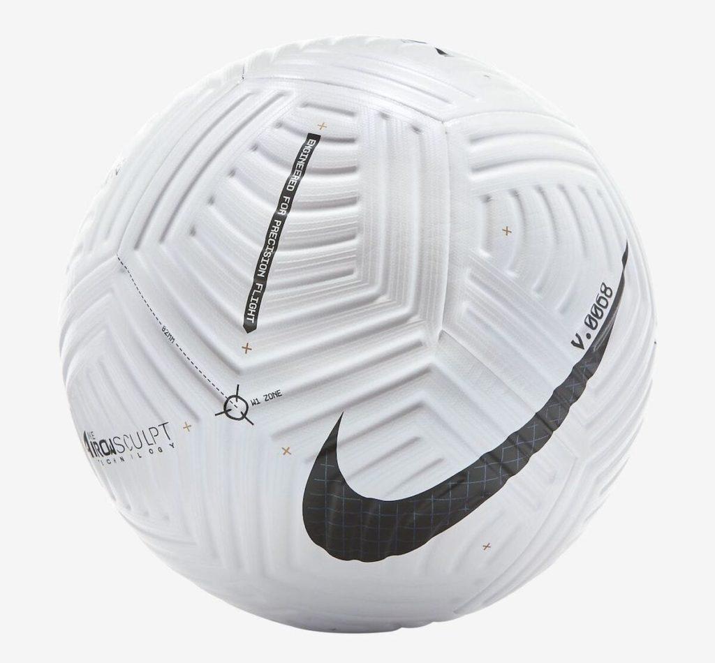 Der Nike Flight Fussball