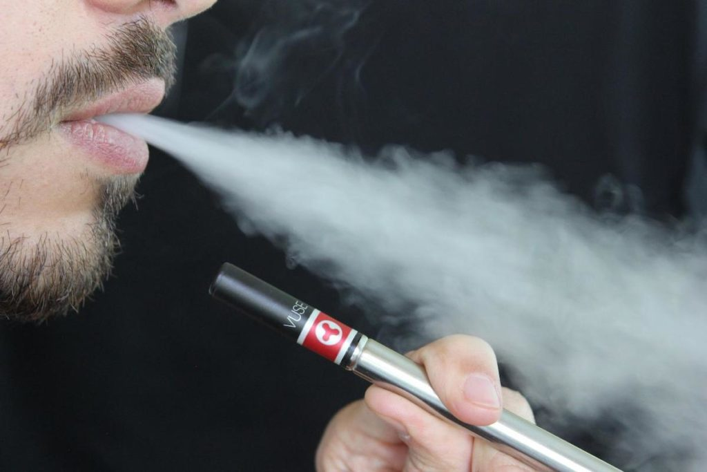 E-Zigaretten und Shishas laufen den klassischen Zigaretten zunehmend den Rang ab