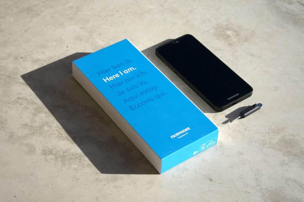 Fairphone 3 Plus und Verpackung