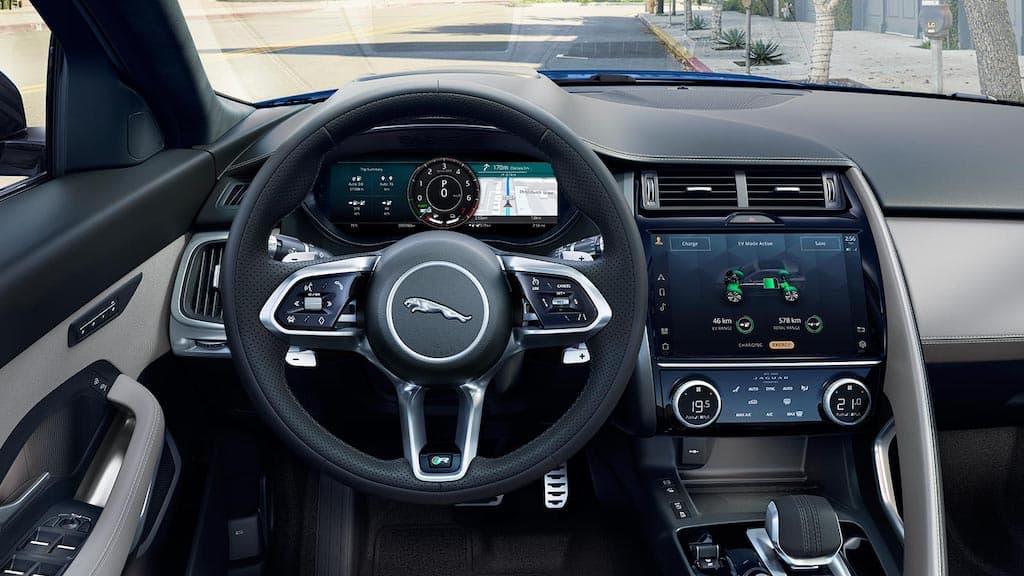 Cockpit und Infotainment-System des Jaguar E-Pace 2021