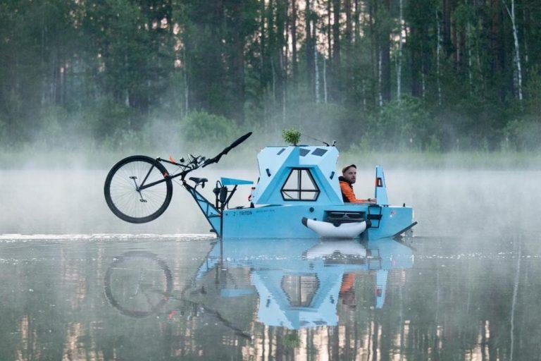 Z-Triton Camper im Wasser