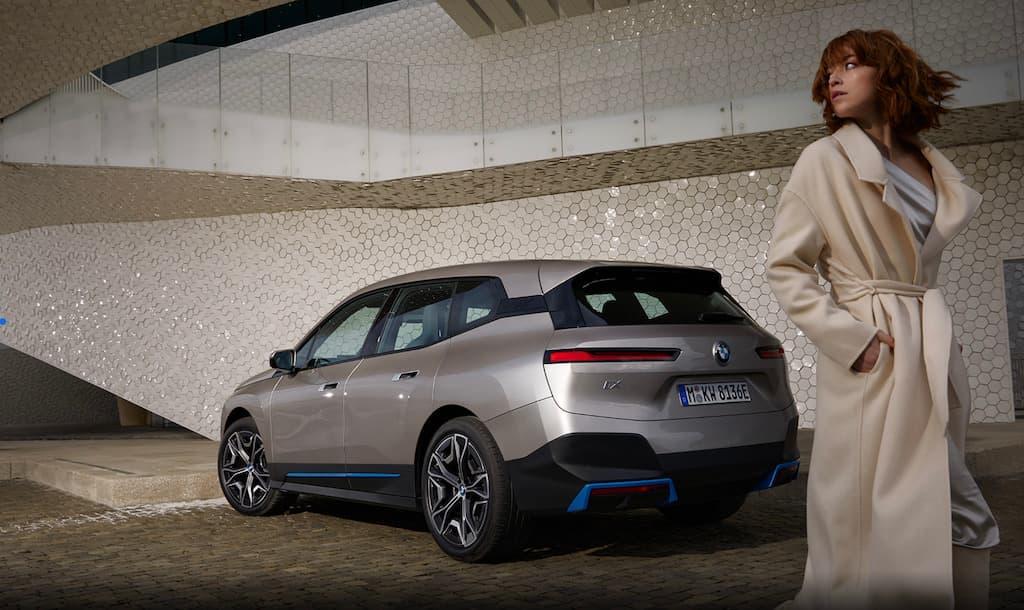Heckansicht des 2021 iX von BMW