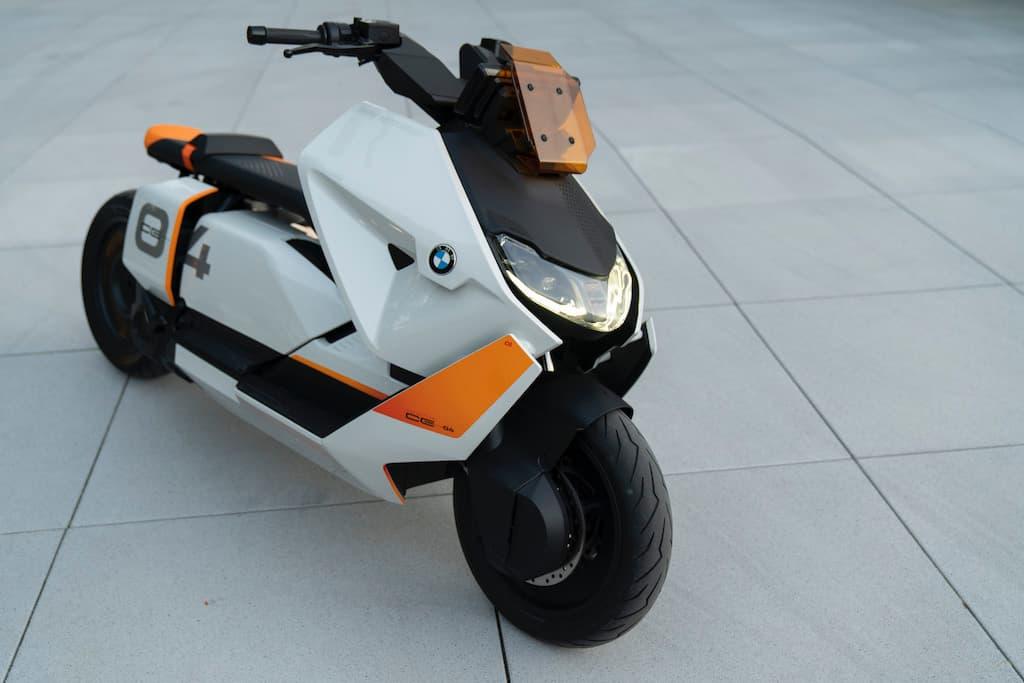 BMW Motorrad Definition CE 04 E-Scooter