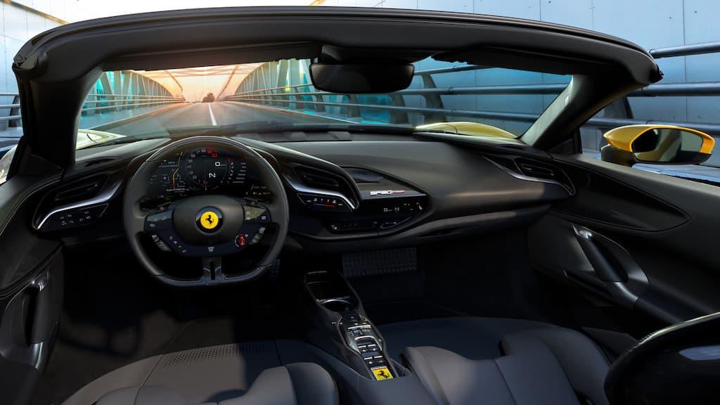 Cockpit des Ferrari SF90 Spider