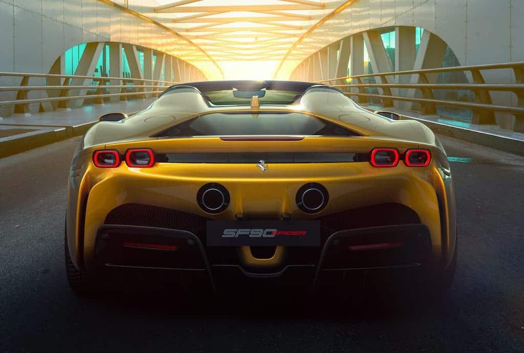 Heckansicht des Ferrari SF90 Spider