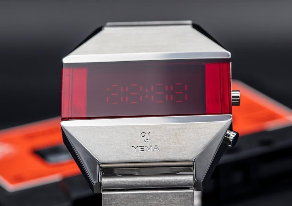 YEMA LED Uhr in Silber