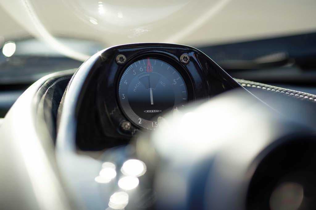 Cockpit-Anzeige des Huayra Tricolore