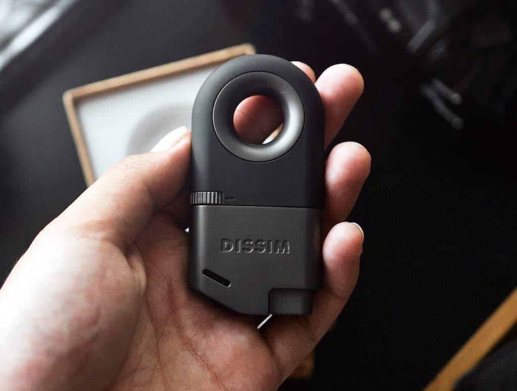 DISSIM Inverted Lighter Feuerzeug - Größenvergleich