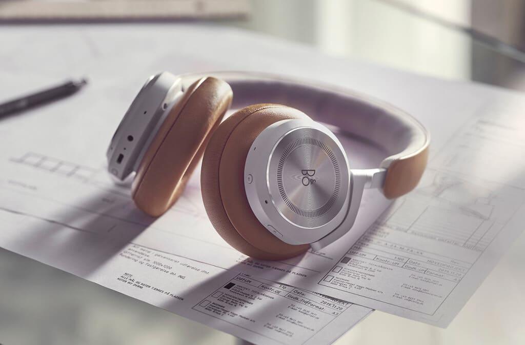 Beoplay HX ANC-Kopfhörer in der Farbe Timber