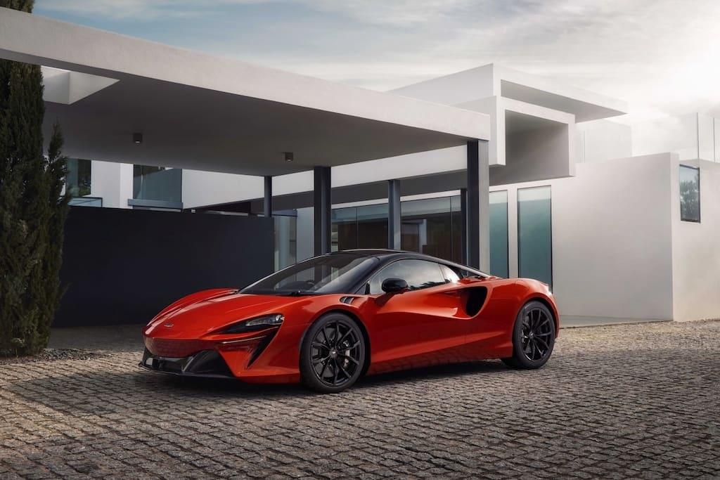 2021 McLaren Artura in Rot