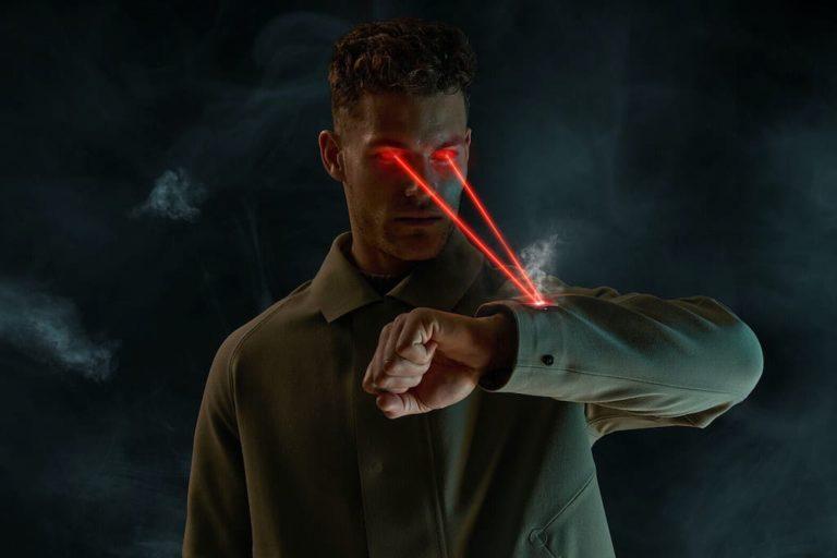 Laser Cut Trench Coat von Vollebak