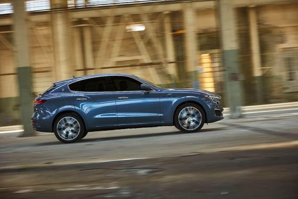 Seitenansicht des Maserati Levante Hybrid SUVs