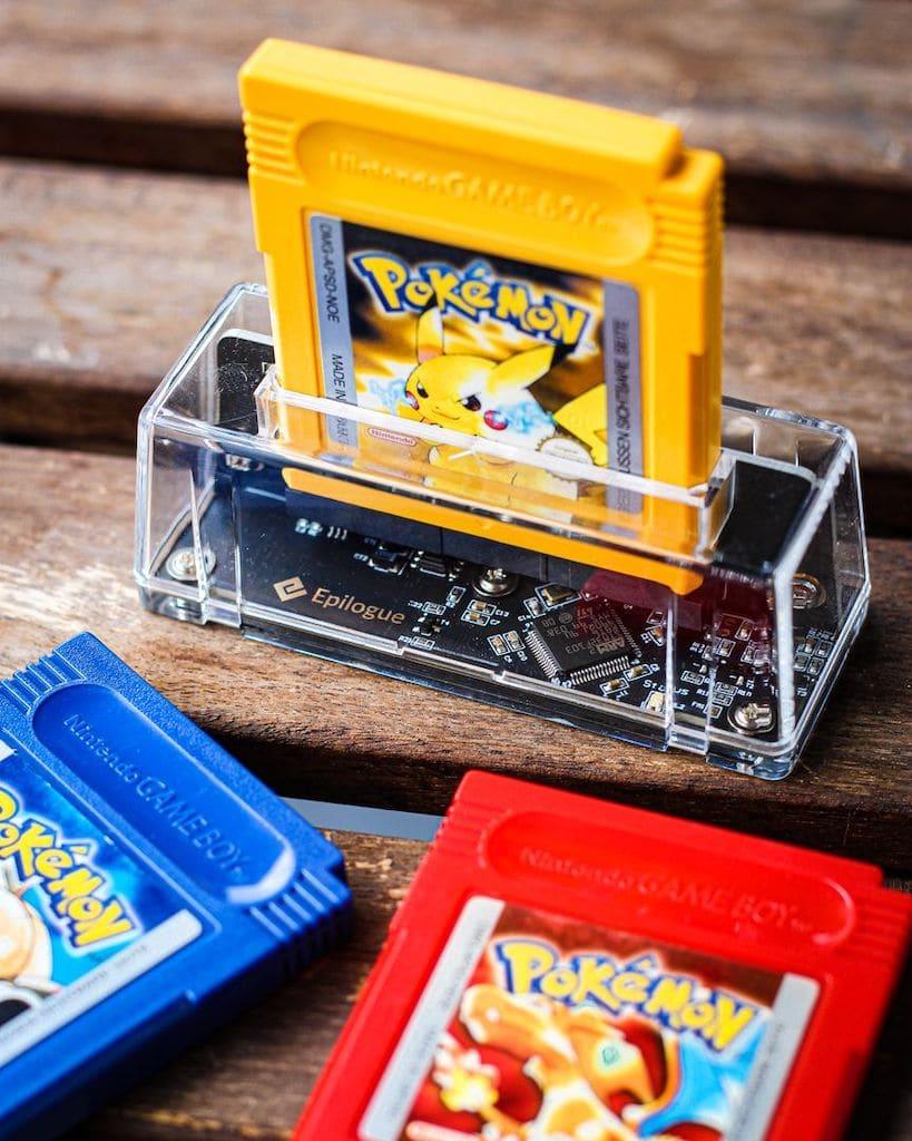 Epilogue GB Operator und Game Boy Cartridges