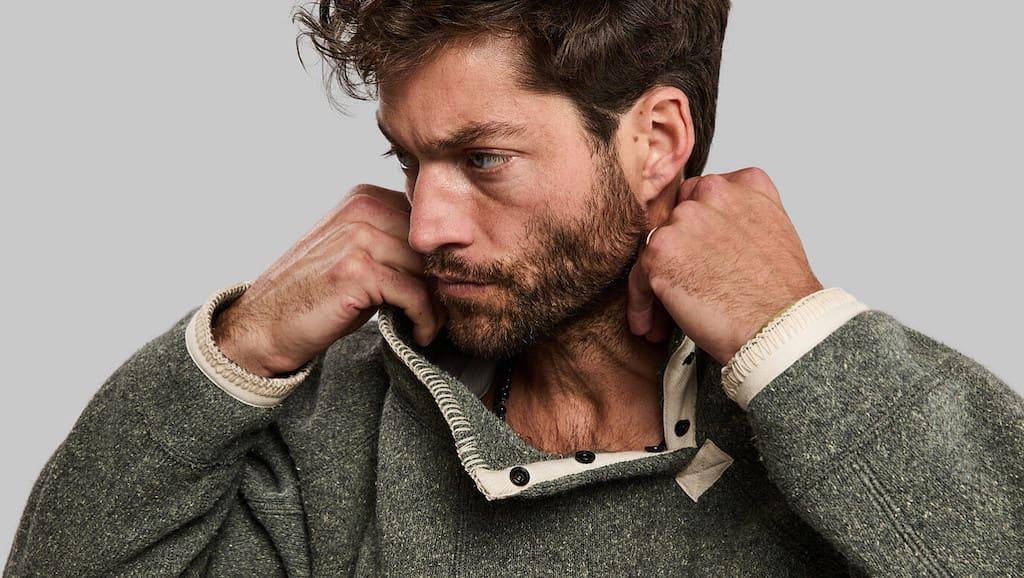 Kragen des Garbage Sweater