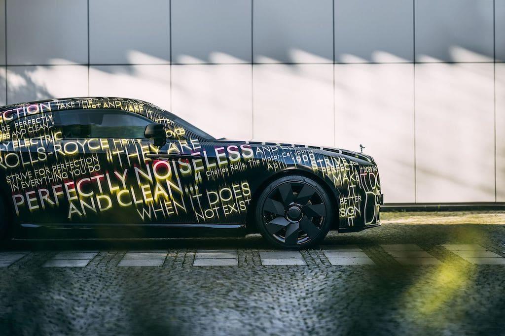 Seitenansicht des Rolls-Royce Spectre